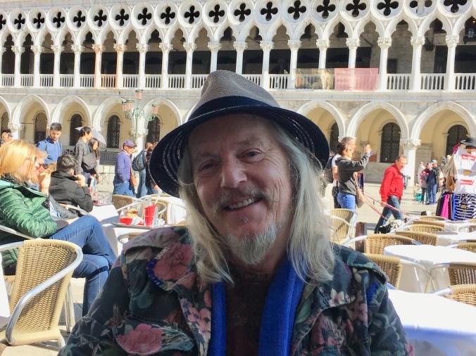 Wolfgang Bertacchi artista svizzero Pesce di Pace Venezia.jpg