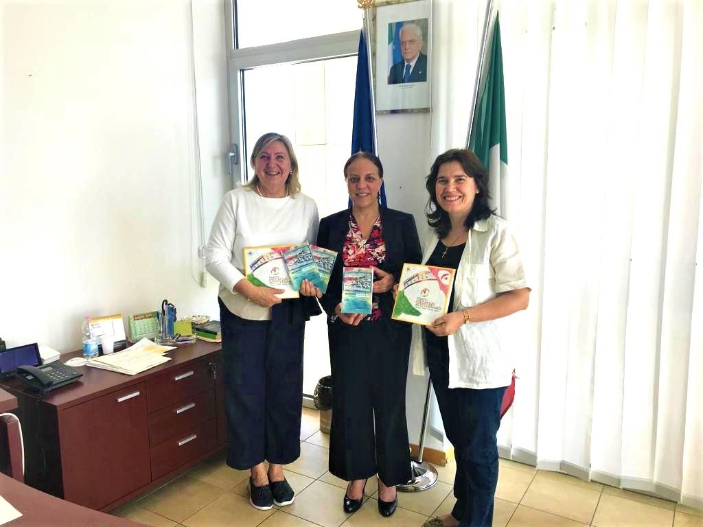 foto carcere a trento da sx Nadia De Lazzari, Amina Selmane, Anna Rita Nuzzaci venezia pesce di pace - mai più qui progetto aziz.jpeg